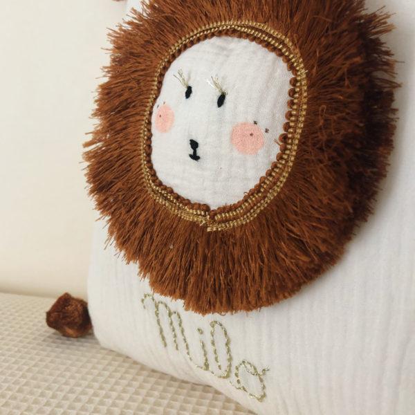 Coussin décoratif chambre enfant tête de lion personnalisable en gaze de coton
