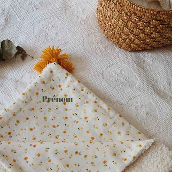 couverture bébé brodé prénom fleurie