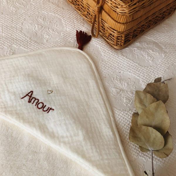 cape de bain en micro éponge de bambou personnalisée prénom
